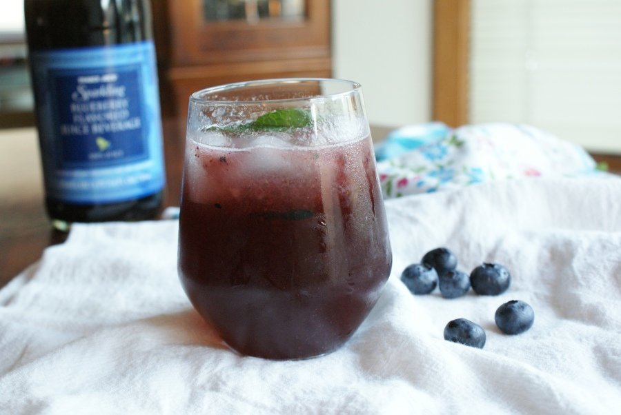 blueberry basil gin spritzer